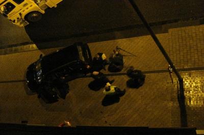 Het politie-rechercheteam neemt foto's